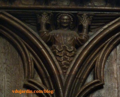 Stalles de la cathédrale de Poitiers, dosseret, ange