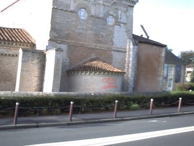 Le baptistère Saint-Jean à Poitiers, taggué par les casseurs