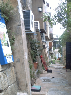 Les climatiseurs au revers du rempart de Porto Vecchio