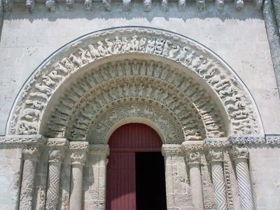 L'église Saint-Pierre d'Aulnay, la voussure du portail sud