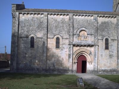 Mur sud de l'église Saint-Pierre de Melle, le portail sud
