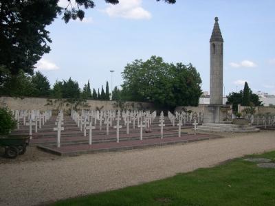 Le carré militaire français du cimetière de la pierre levée à Poitiers