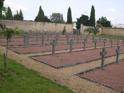 Le carré militaire allemand du cimetière de la pierre levée à Poitiers