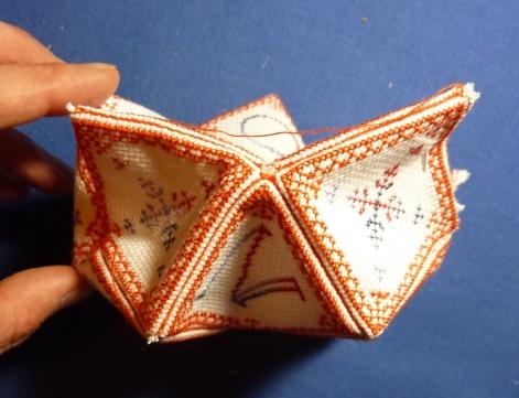 Le SAL biscornu 15 faces, l'assemblage des étoiles vu de profil