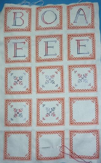Les onze premières faces du biscornu à 15 faces, les quatre dernières avec le seul contour