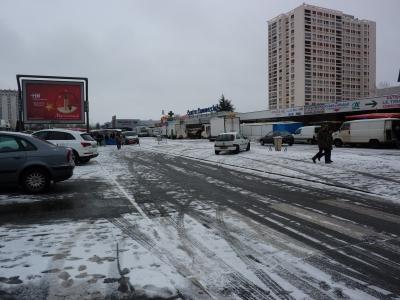Poitiers sous la neige, le 20 décembre 2009 au matin : le marché de la ZUP