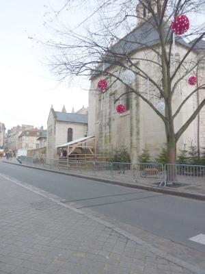 Poitiers, décembre 2009, ferme autour de Notre-Dame-la-Grande, au nord
