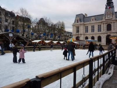 Poitiers, décembre 2009, patinoire devant l'hôtel de ville