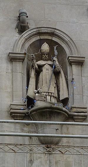 Saint Nicolas dans une niche sur une façade rue Carnot à Poitiers