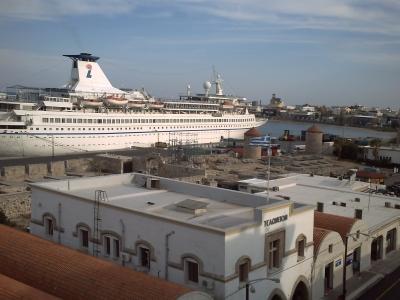Voyage en mer Egée 2009, Rhodes, le départ : le rempart en bord de quai