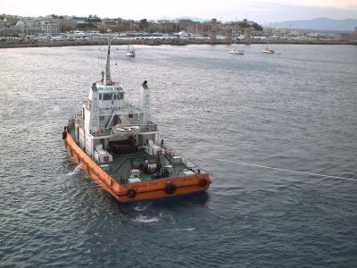 Voyage en mer Egée 2009, Rhodes, le départ : le remorqueur amarré