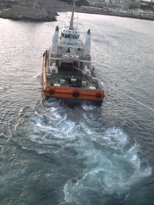 Voyage en mer Egée 2009, Rhodes, le départ : le remorqueur à pleine puissance