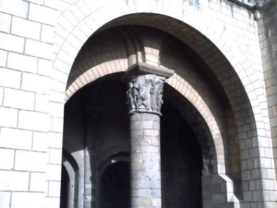 Tours, novembre 2009, basilique Saint-Martin : la tour Charlemagne, chapiteau historié
