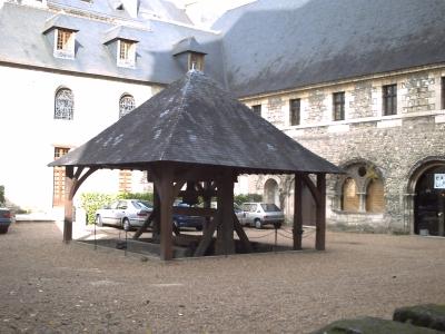 Tours, abbaye Saint-Julien, le cloître
