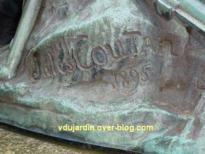 Poitiers, monument aux morts de 1870, signature de Jules Coutan