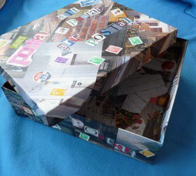 Boîte pour art postal, entrouverte