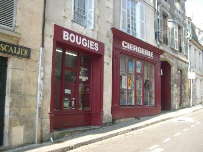La façade de la ciergerie Guédon dans la Grand'Rue à Poitiers