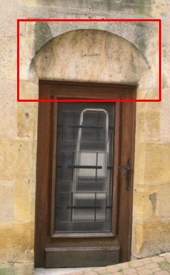 Arc délardé sur une porte de Confolens pour la partie encadrée en rouge