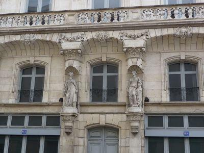 Poitiers, l'ancien cercle industriel, les cariatides