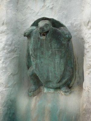 Toulouse, fontaine Belle Paule, une tortue en bronze