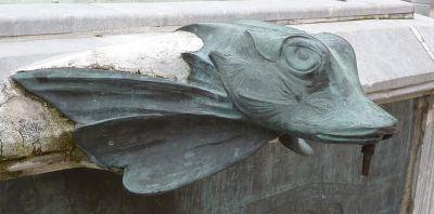 Toulouse, fontaine Belle Paule, une gargouille en bronze
