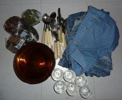 Mes achats chez Emmaüs en avril 2010 : vaisselle pour le jardin, boutons, chemise et jean