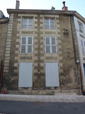 Maison avec l'enseigne du noyer inversé à Poitiers