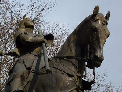 La Jeanne d'Arc d'Antonin Mercié à Toulouse, détail de la tête du cheval et du buste de Jeanne