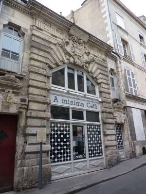 Façade de l'hôtel du prieuré d'Aquitaine à Poitiers, vue générale