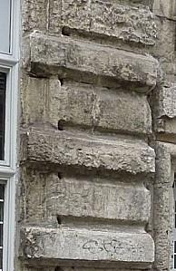 Façade de l'hôtel du prieuré d'Aquitaine à Poitiers, détail du bossage