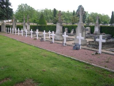 Poitiers, cimetière de la pierre levée, tombes de victime de 1939-1945