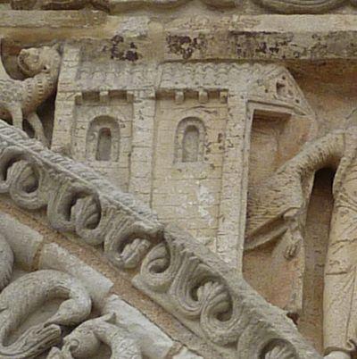 Façade de Notre-Dame-la-Grande à Poitiers, la Visitation, détail de l'église à gauche