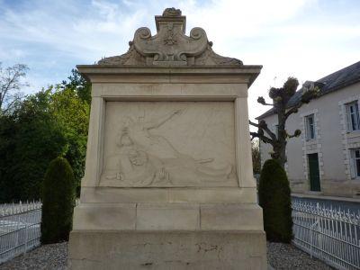 Le monument aux morts de Sommières-du-Clain, Face principale, relief avec Jeanne-d-Arc de Real del Sarte