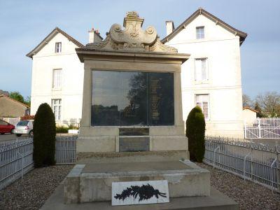 Le monument aux morts de Sommières-du-Clain, Face avec la liste des victimes