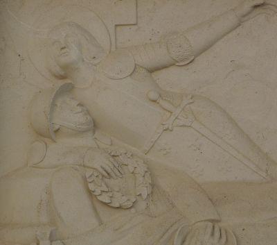 Le monument aux morts de Sommières-du-Clain, Face principale, relief avec Jeanne-d-Arc de Real del Sarte, détail de Jeanne et du soldat