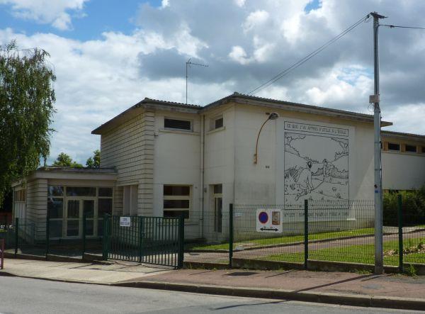 Glen Baxter à Poitiers en été 2010, quartier de Bellejouanne, vue de l'école