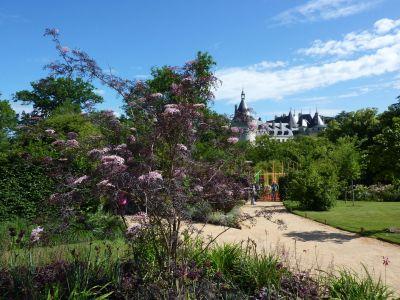 Chaumont-sur-Loire, festival des jardins 2010, au coeur du festival, avec le château au fond