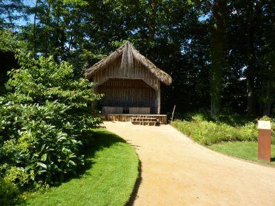 Chaumont-sur-Loire, festival des jardins 2010, la cabane en bois du domainee