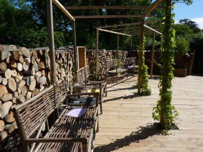 Chaumont-sur-Loire, festival des jardins 2010, le jardin 7, les bancs en noisetier tressé