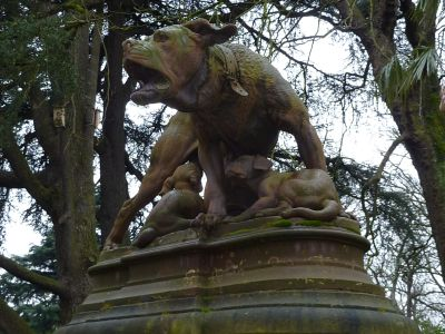 Le Grand Rond à Toulouse, la chienne de Pierre Rouillard, vue de face