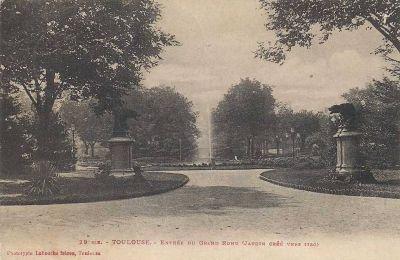 Le Grand Rond à Toulouse, la chienne et la louve de Rouillard, tête tournée vers le bassin, carte postale ancienne