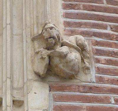 Toulouse, musée Saint-Raymond, façade antérieure, fenêtre 1, détail