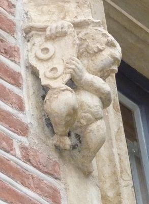 Toulouse, musée Saint-Raymond, façade antérieure, fenêtre 3, détail