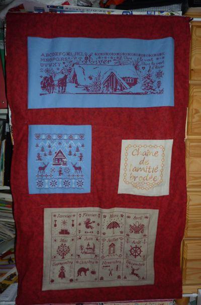 SAL suffit pour juillet 2010, le rideau de broderies devant mon meuble à tissus