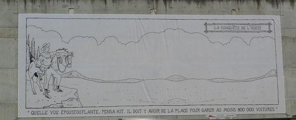 Poitiers, le parking Effia près de la gare avec une grande toile de Glen Kaxter, vue rapprochée