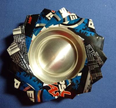 Cendrier ou bougeoir fabriqué avec une canette de boisson