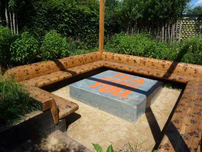 Chaumont sur loire festival 2010 6 l heure du th le blog de v ronique d Table de jardin avec banc attenant
