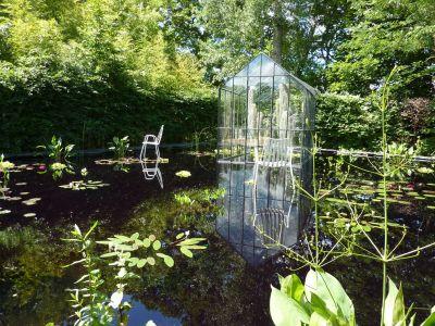 Chaumont-sur-Loire, le festival des jardins 2010, cheveux d'ange, la serre sur le miroir d'eau