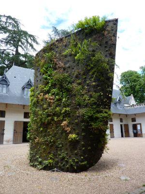 Chaumont-sur-Loire 2010, expositions des écuries, la spirale végétale de Blanc, de dos