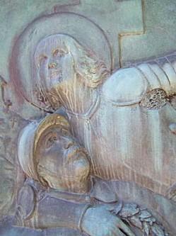 Monument aux morts de Briey, 5, les têtes du soldat et de Jeanne-d'Arc